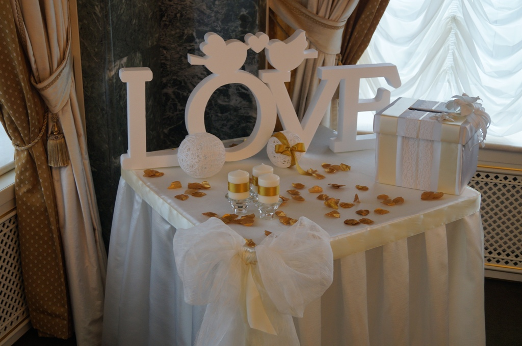 Как украсить столы на свадьбу 30